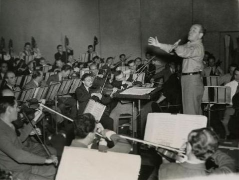 Ormandy-Conducting-1944-HSP.jpg